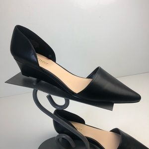 Nine West black pointed wedge size 9